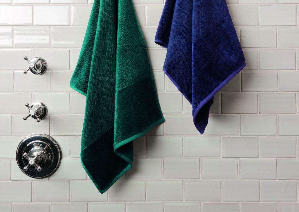 Koupelnová souprava tmavých ručníků