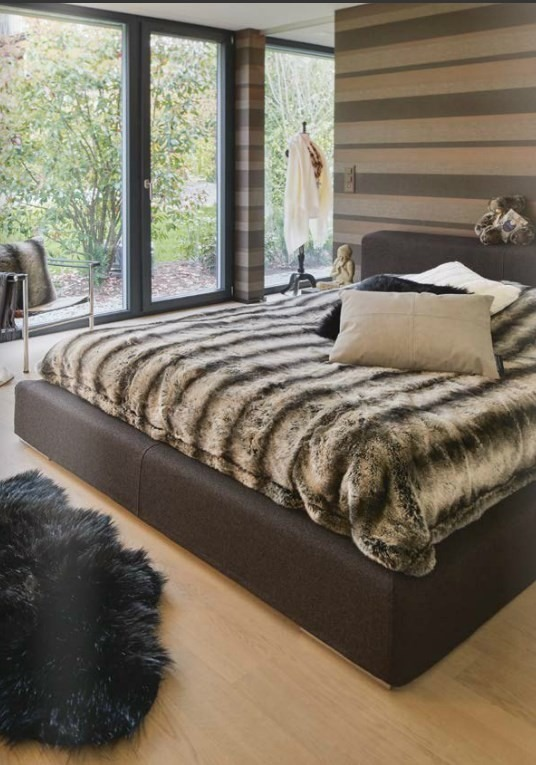 Kožešinový přehoz na postel