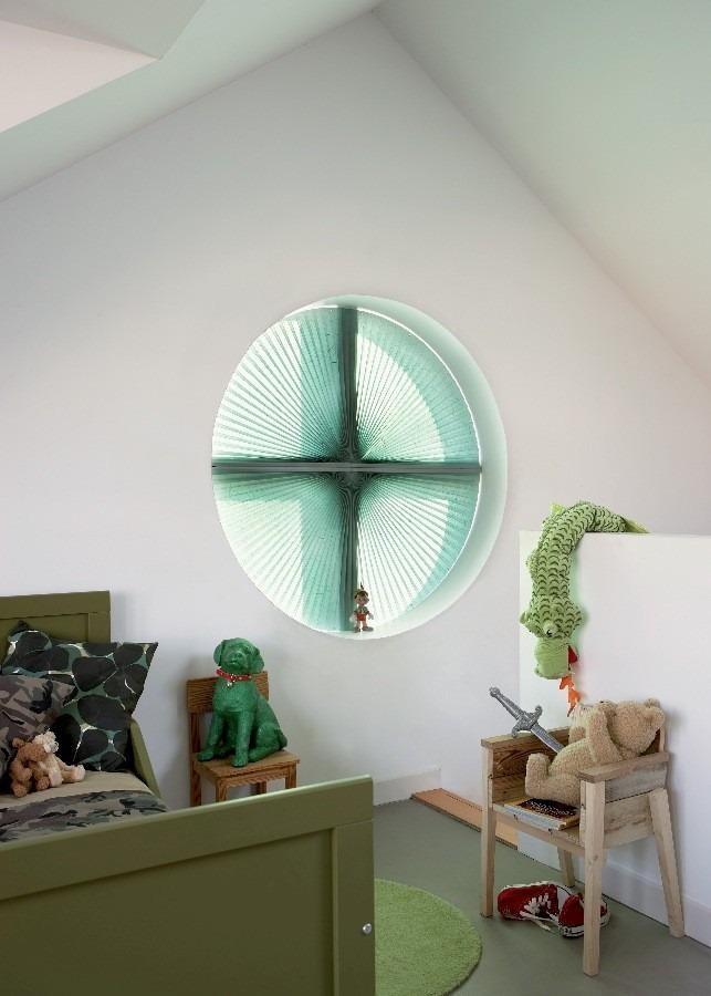 Látkové žaluzie Plisse v kulatém okně
