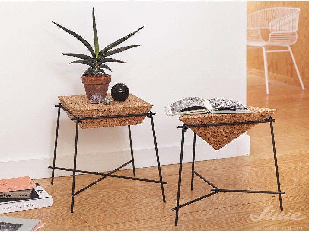 designový odkladací stolek korkový