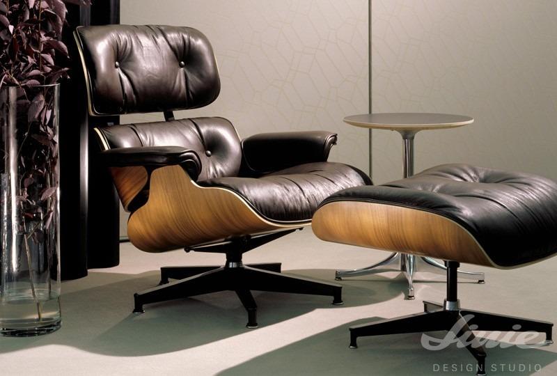 Černé kožené křeslo eames lounge