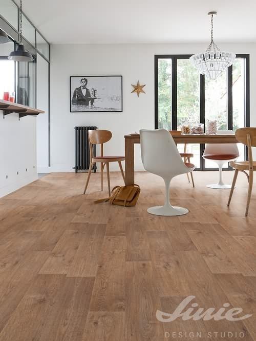 Interiérová podlaha přírodní barva dřeva