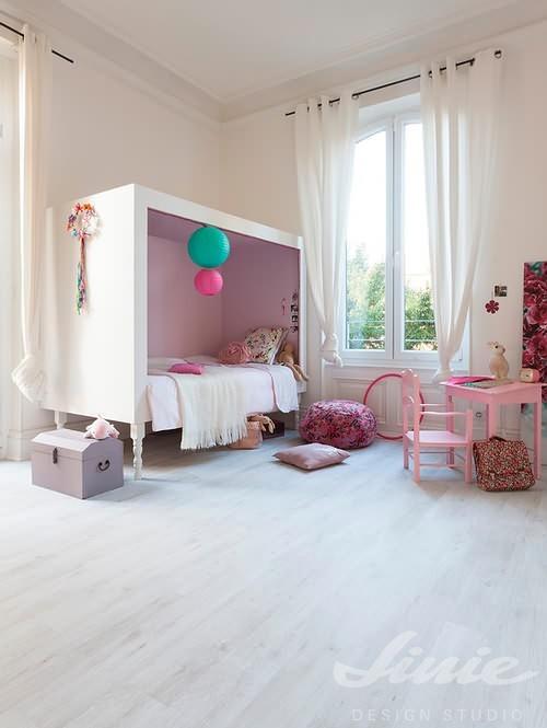 Bílá podlaha do dětského pokoje