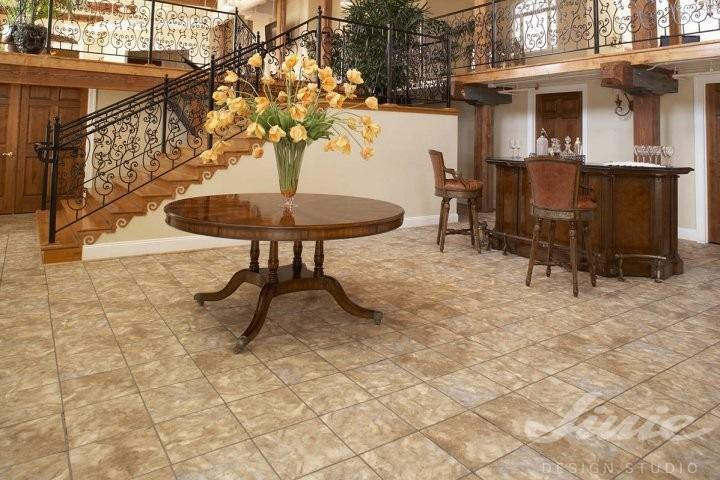 Interiérová podlaha imitace dlažby v přírodní světle hnědé barvě