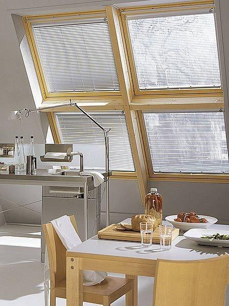Stínící technika interiéru v kuchyni ve světlé barvě