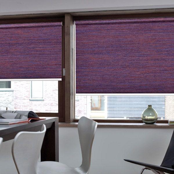 Stínící technika interiéru v tmavě fialovém odstínu