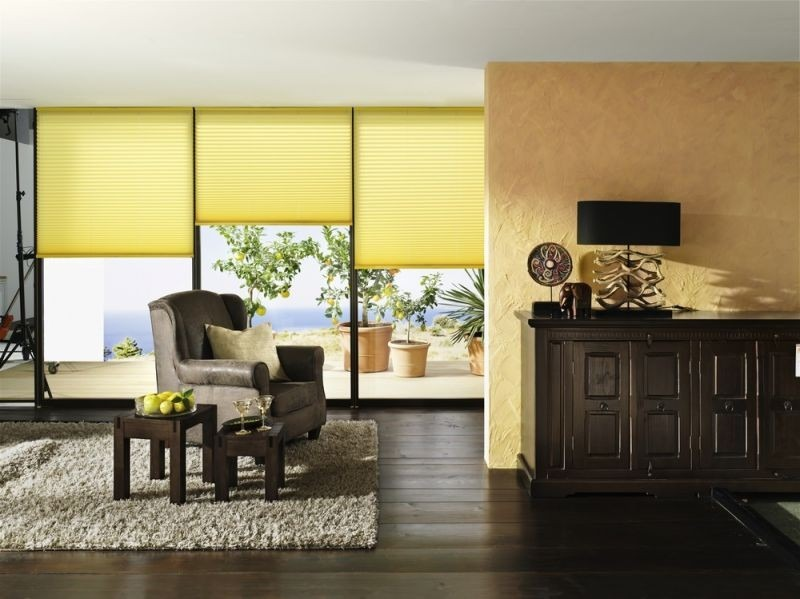 Stínící technika interiéru v jasně žlutém odstínu