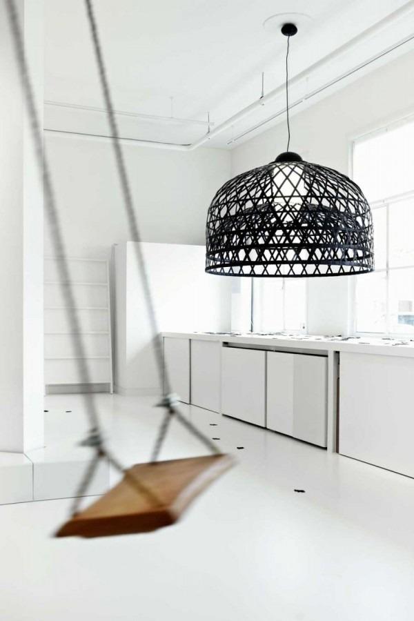 Moderní industrální lustr v černé barvě