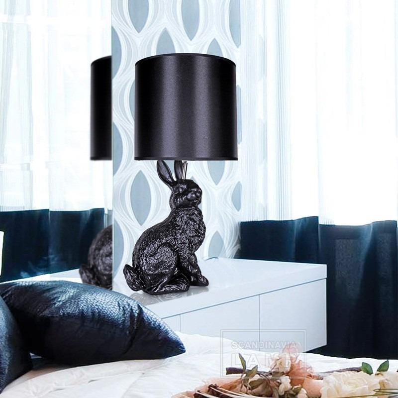 Moderní stolní lampa se zvířecím motivem v černé barvě
