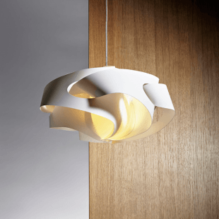 Stropní svítidlo v bílé barvě moderního designu