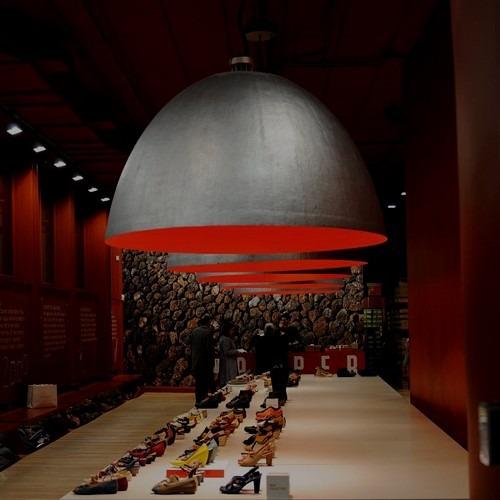 Moderní stropní svítidla v tmavých tónech