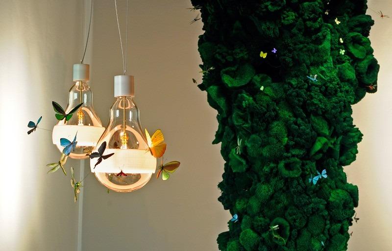 Moderní stropní svítidlo ve tvaru žárovky s ozdobou