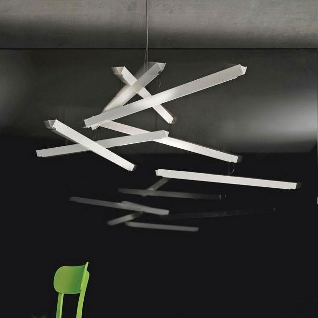 Stropní svítidlo v bílé barvě v nadčasovém provedení