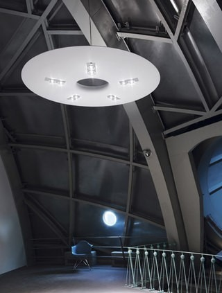 Kulaté stropní svítidlo bílé v moderním provedení