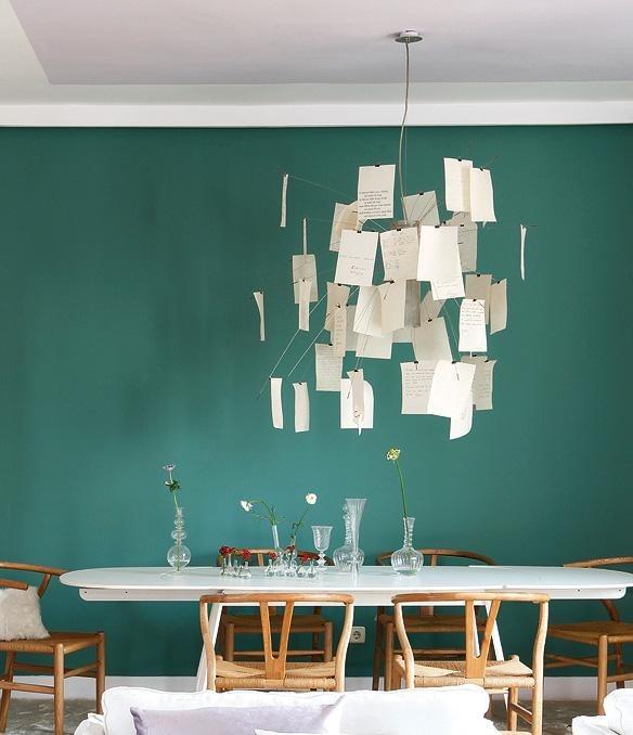 Moderní stropní svítidlo ve světlých barvách