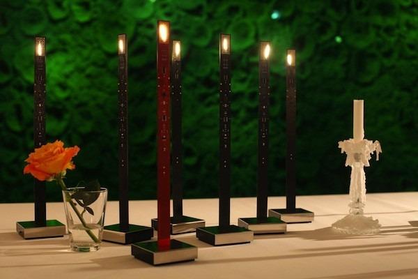 Atypická moderní stolní svítidla v tmavých barvách