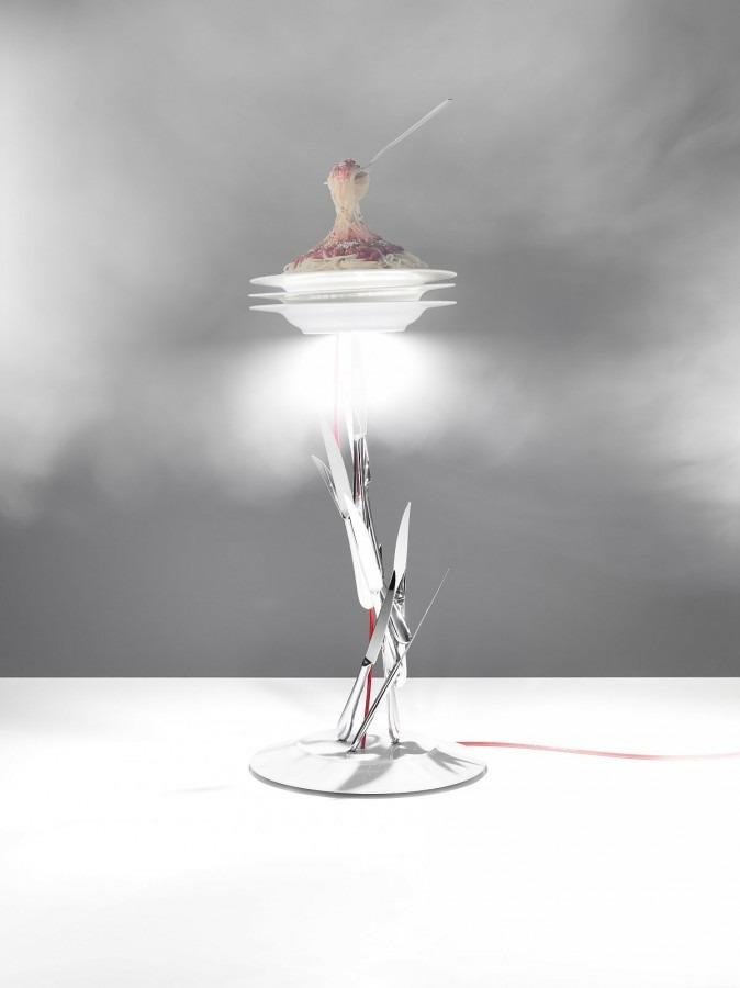 Atypické stolní svítidlo v nadčasovém designu
