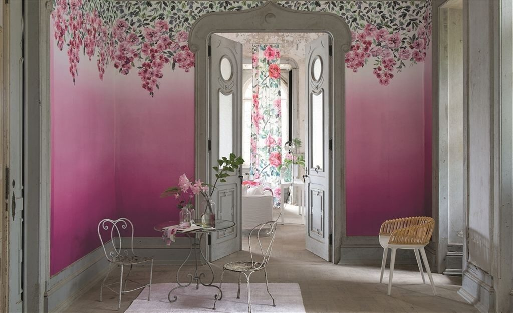 Růžová tapeta na zeď s motivem květin