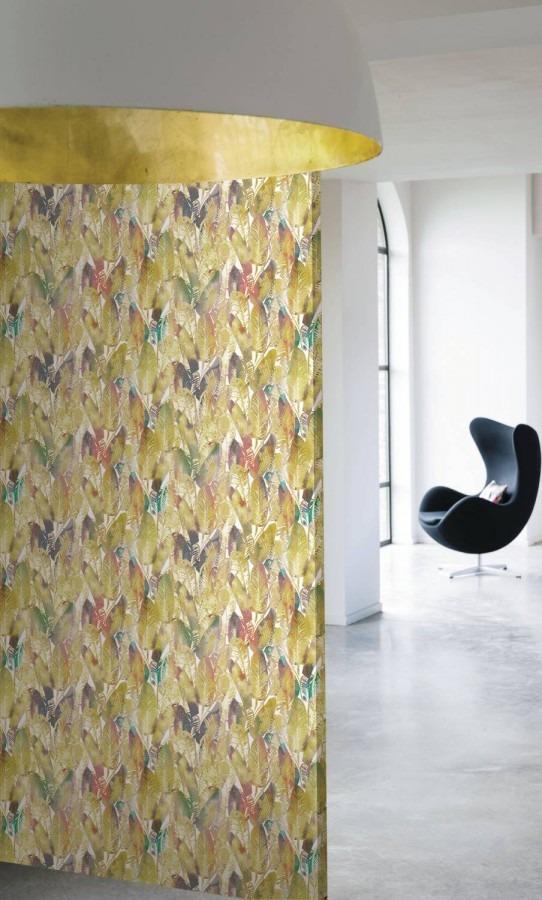 žlutá rostlinná tapeta na zeď