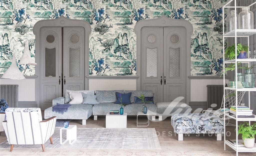 Světlá tapeta na zeď s modrými přírodními prvky