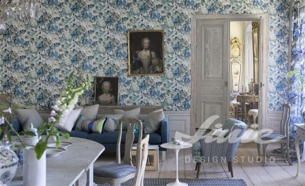 Modře laděná tapeta na zeď