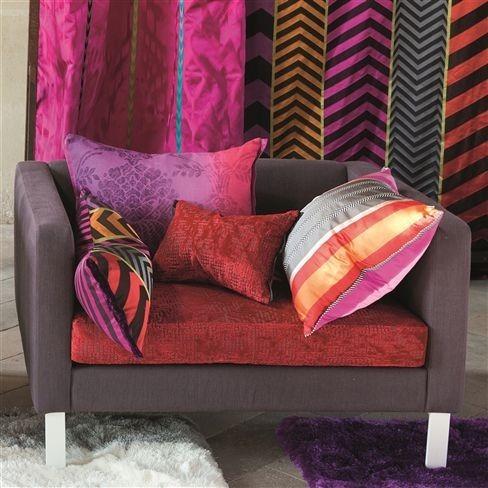 Barevné dekorační polštářky v odstínech růžové