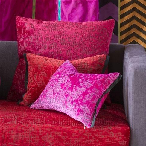 Dekorační polštářky v červených a růžových odstínech