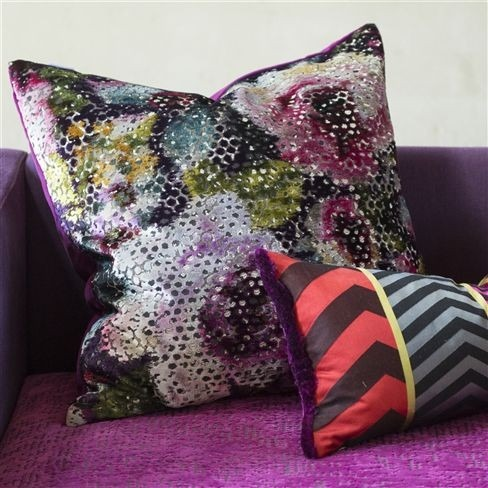Dekorační polštářek s barevným abstraktním vzorem