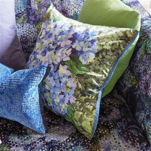 Dekorační polštářek se vzorem modrých květin