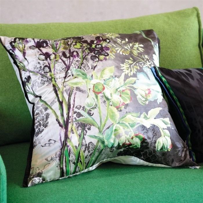 Dekorační polštářek se vzorem zelených květin