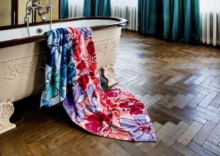 Koupelnová osuška s květinovým vzorem