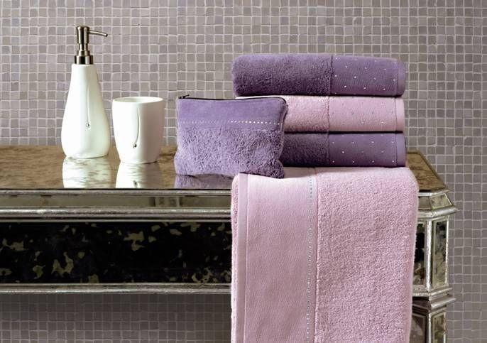 fialové a růžové ručníky