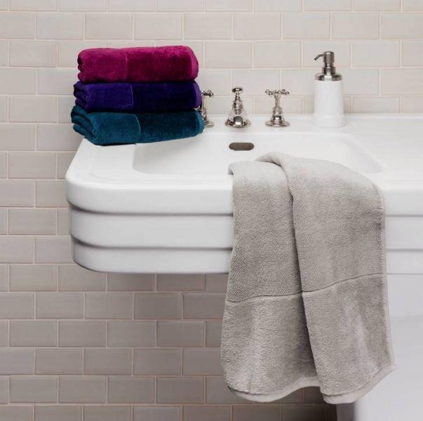 Souprava ručníků v temných barvách