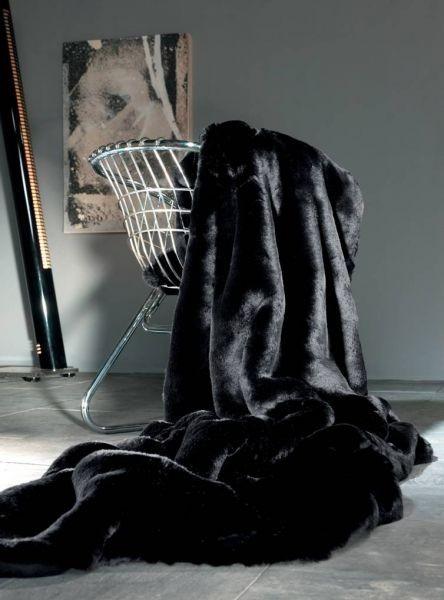 luxusní černá kožešinová deka