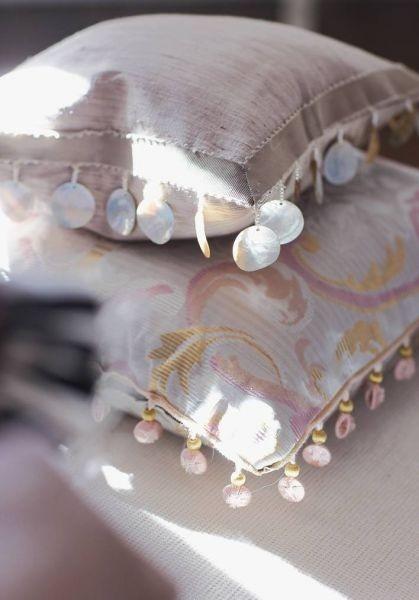 Dekorační polštářky v pudrových odstínech