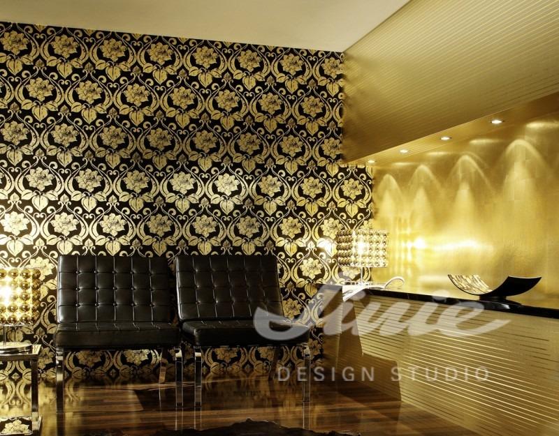 Elegantní textilní tapeta s klasickým motivem