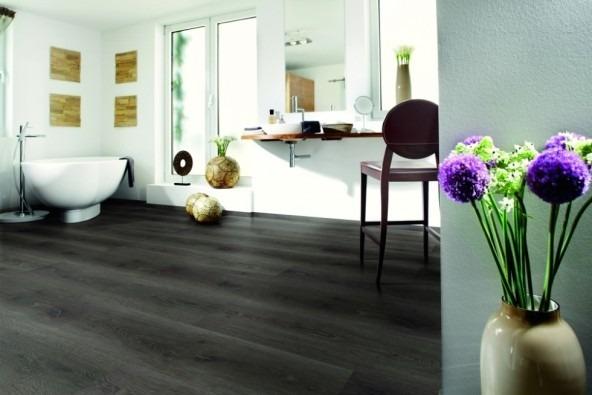 Vinylová podlaha v černé barvě