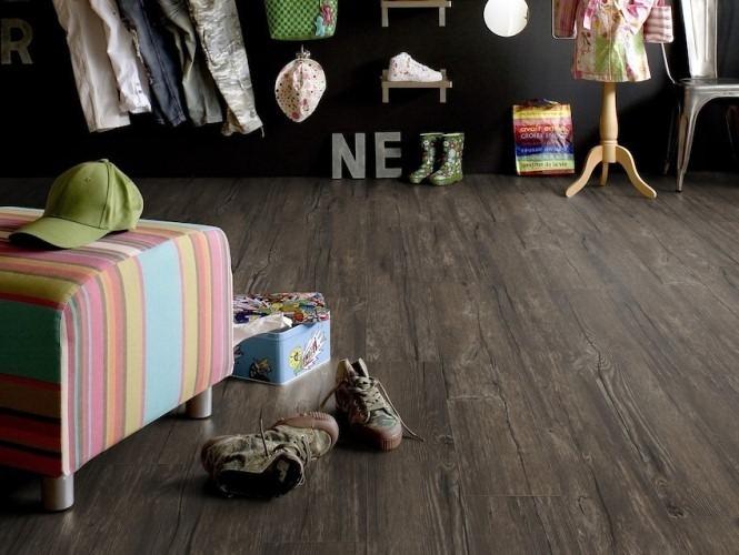 Vinylová podlaha tmavé barvy 5