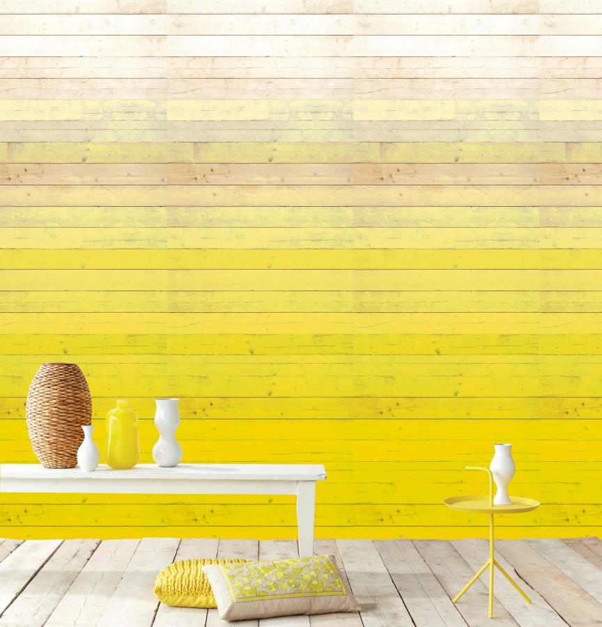 Úzký stolek, tapeta s žlutým dřevem
