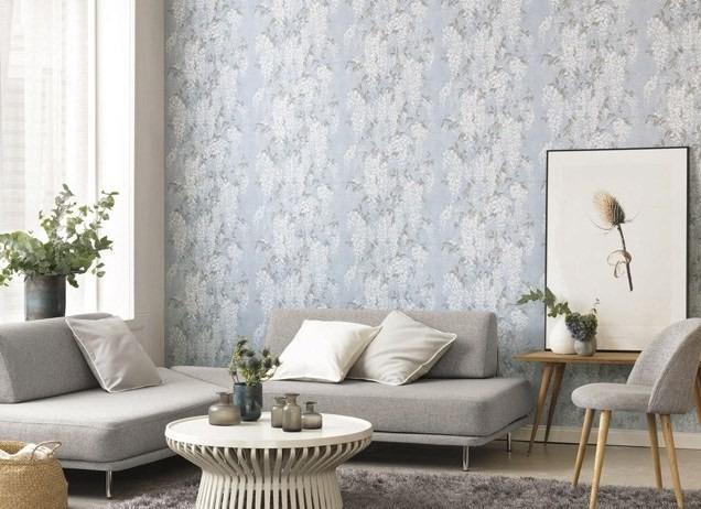 Tapeta na zeď s přírodním motivem a nástěnný obraz v obývacím pokoji