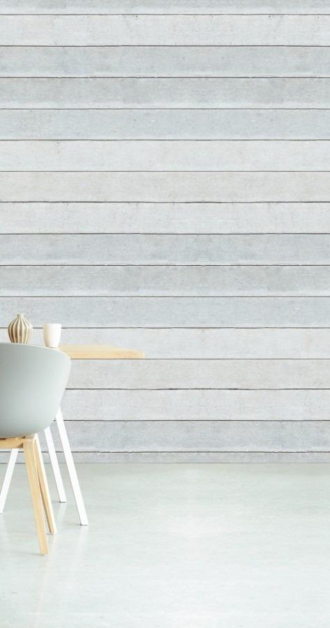 Světlá tapeta s motivem dřevěných prken, jídelní židle a stůl