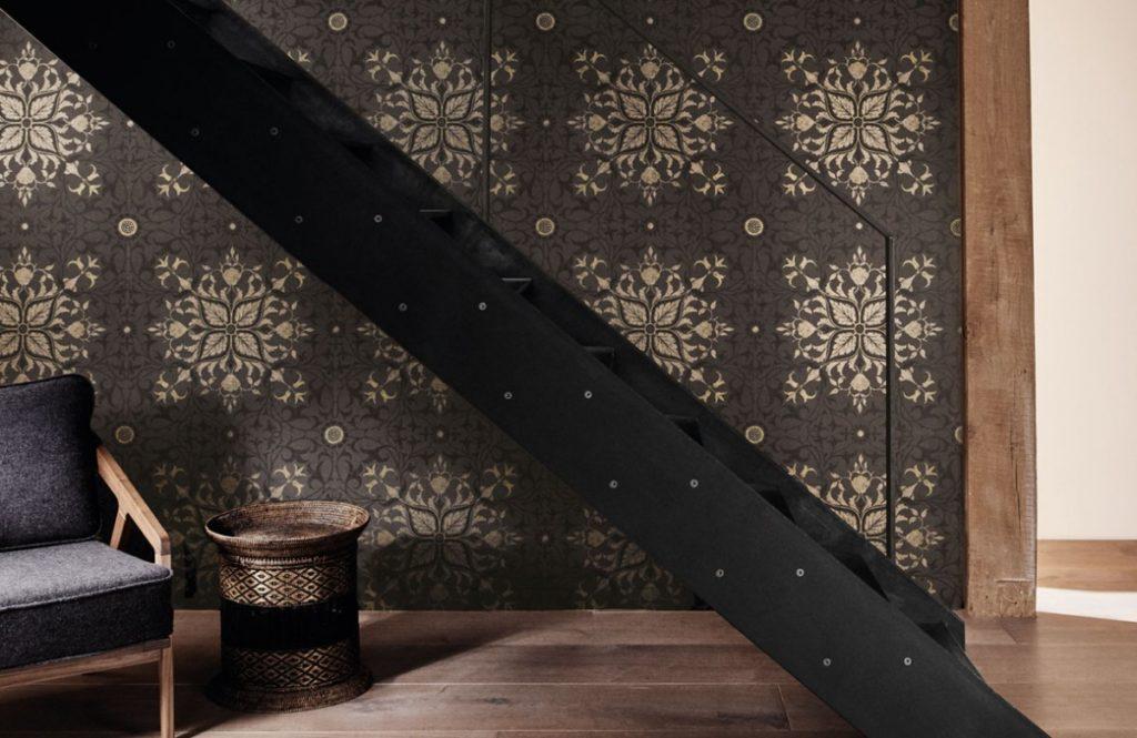 Nástěnná tapeta s mystickým vzorem v obývacím pokoji