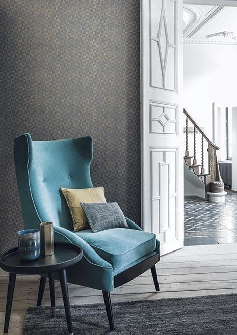 Vzorovaná tapeta na zeď v obývacím pokoji