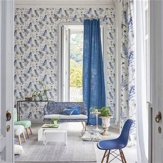 Nástěnná tapeta s přírodním vzorem a modrými prvky