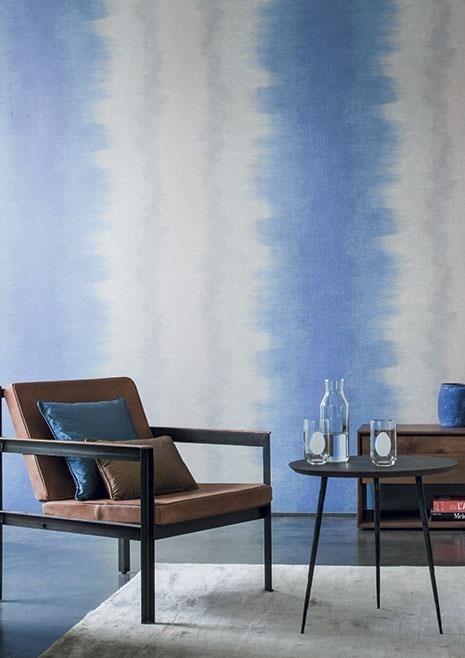 Nástěnná tapeta s abstraktním vzorem v obývacím pokoji