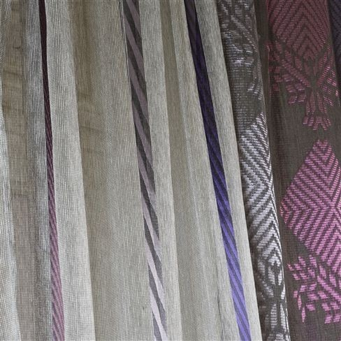 Záclony s barevnými pruhy a vzorem