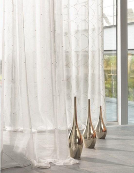 Průsvitné záclony s jemným vzorem