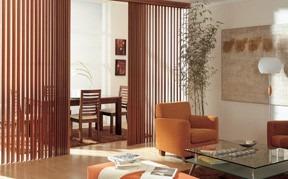 Vertikální žalužie Harmony v obývacím pokoji