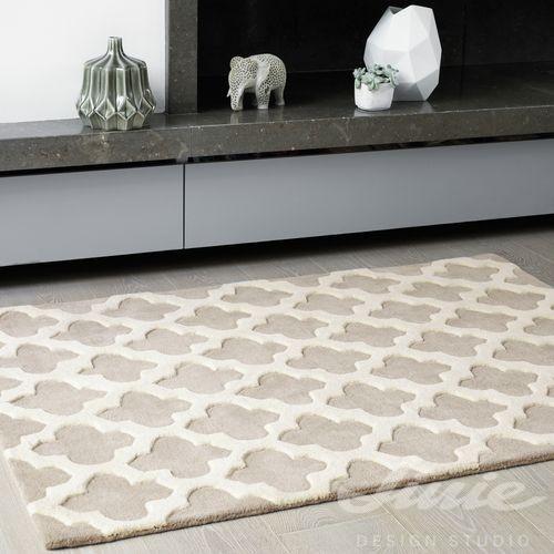 béžový krémový koberec se vzorem