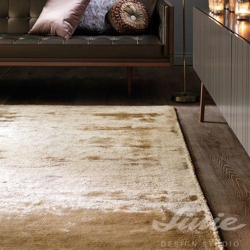 Béžový viskozový koberec